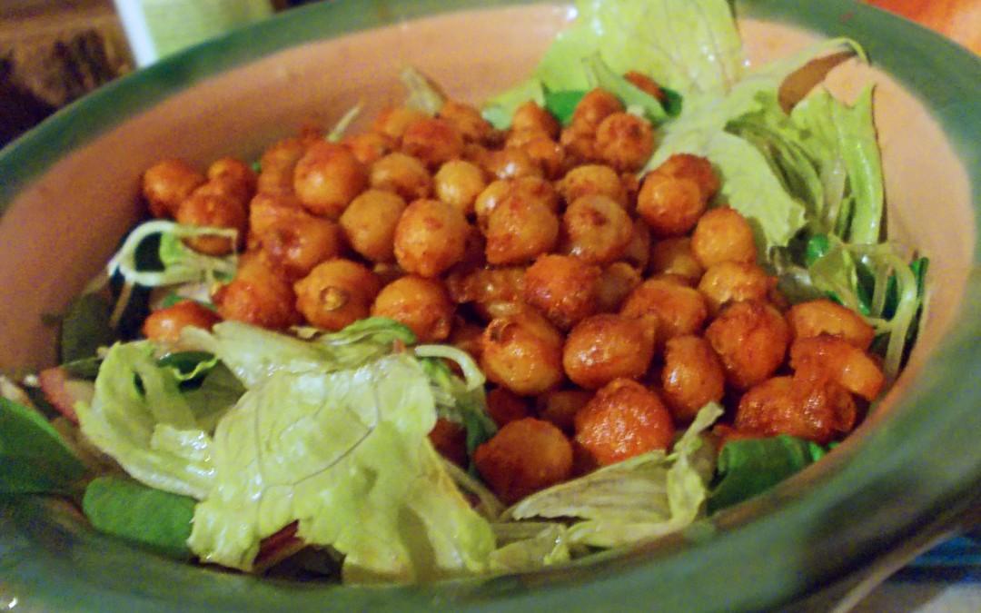 Sült-fűszeres csicseriborsó saláta