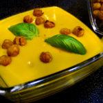 Kókuszos édesburgonya leves sült fűszeres csicseriborsóval