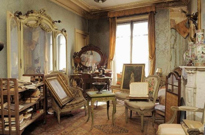 """Több mint 70 éve nem léptek be ebbe a párizsi lakásba. Most """"kincseket"""" találtak."""