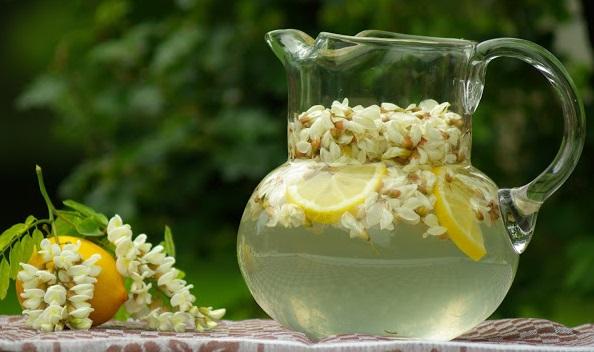 Az egyik legillatosabb üdítő: hűsítő akácvirág ital