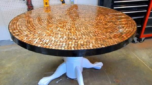 """Csodálatos asztal, """"aprópénzből""""…"""