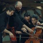 4 zenész egyszerre, ugyanazon a csellón játssza Ravel Boleróját! Az eredmény lenyűgöző!