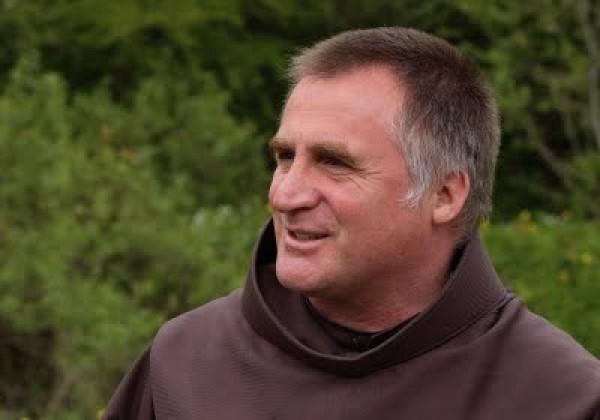 Böjte Csaba adventi elmélkedése az ünnepről: Gyújtsunk fényt