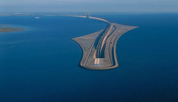 A világ legegyedibb hídja, amelyik egyszer csak eltűnik a víz alatt…