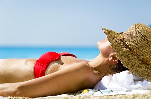 Ezzel a képlettel könnyedén kiszámolhatod a naptej használata melletti napozási időt!