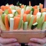 Chips helyett… Egészséges, vitamindús ropogtatnivalók, magyaros mártogatóssal