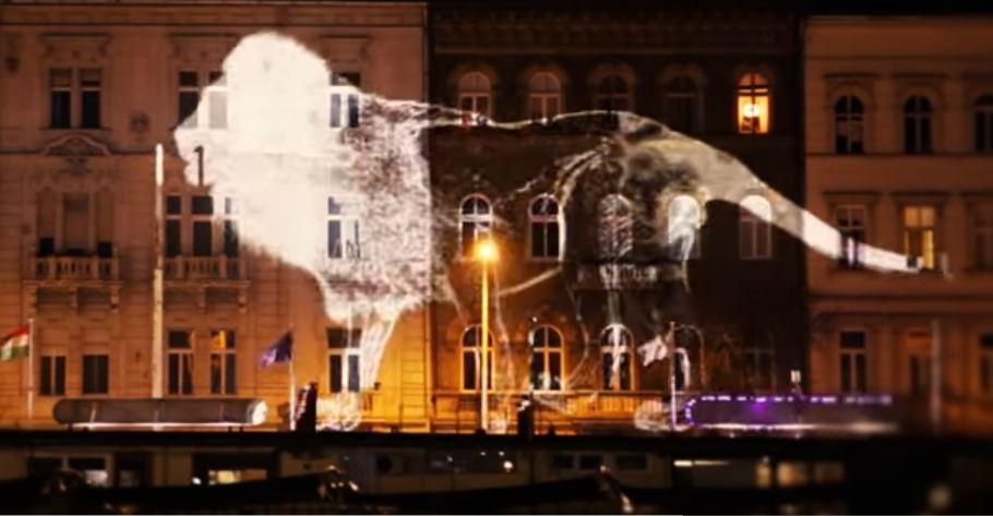 Kövesd az oroszlánt! Lenyűgöző fényfestésnek lehettünk tanúi Budapesten!