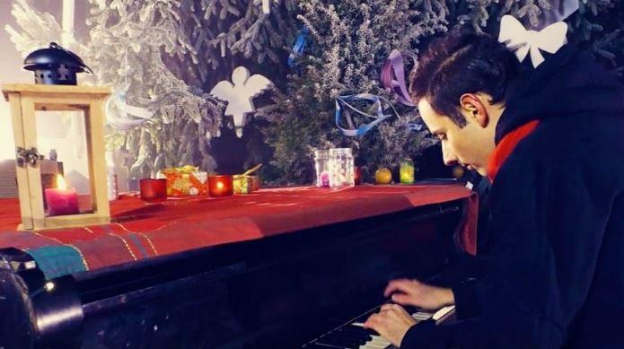 Ünnepváró – Bámulatosan szólaltatja meg a Csendes éjt a világ leggyorsabb kezű zongoristája!