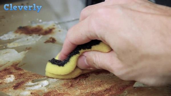 Egyszerű trükk a sütő tisztán tartására