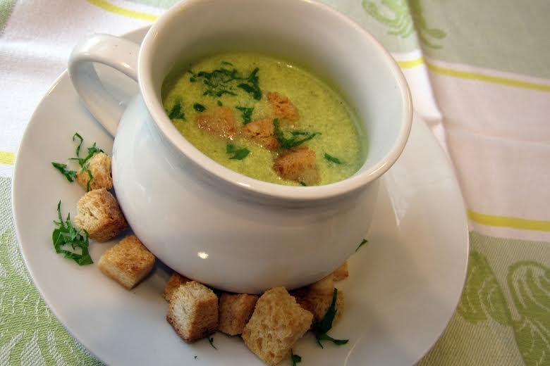 Zellerkrém leves kurkumával