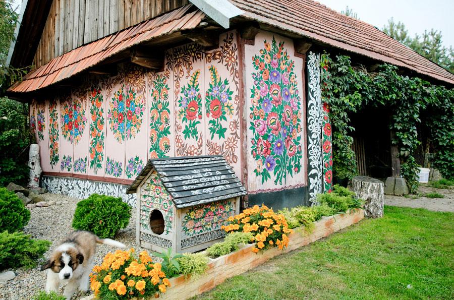 Ebben a lengyel faluban mindent – MINDENT – virág borít