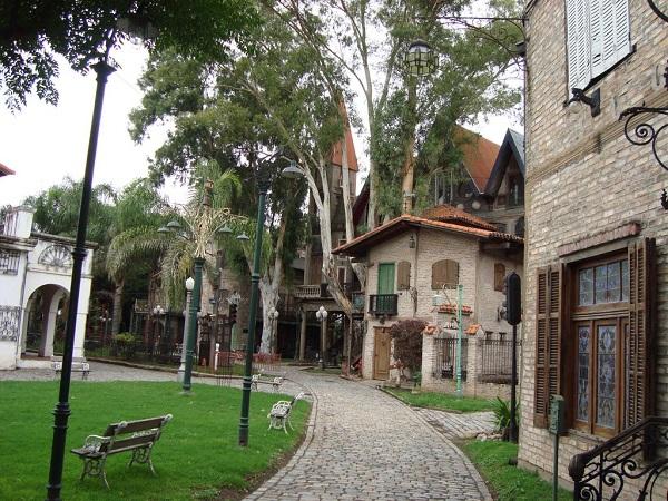 Szemétből épült meg ez a középkori hangulatot árasztó kisváros