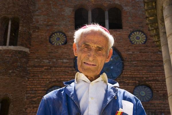 Ez a 91 éves férfi több mint 50 éve épít egy katedrálist Madridban, puszta kézzel!
