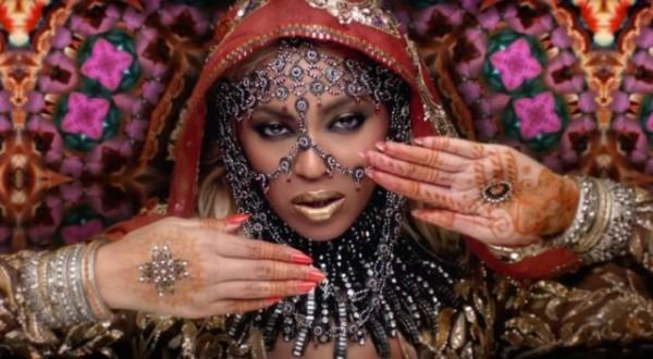 Botrány a Coldplay új klipje körül: öncélúan ábrázolja az indiai embereket és kultúrát?