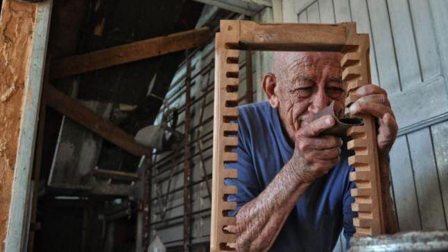Az idős ács mielőtt nyugdíjba ment, még elkészített egy utolsó házat…