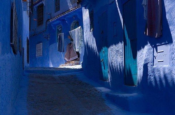 Különös oka van, miért festettek ebben a városban MINDENT kékre