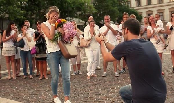 Ezen a romantikus, budapesti lánykérésen ámul a világ