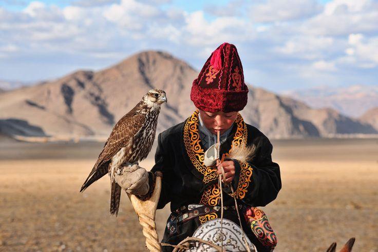 Lenyűgöző képek egy kihalófélben lévő, varázslatos mongol törzs mindennapjairól