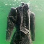 2 év után halászták ki ezt a ruhát a Holt-tengerből! Bámulatos dolog történt vele!