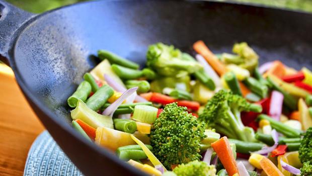 Ennyi vitamin marad a táplálékban sütés, főzés után