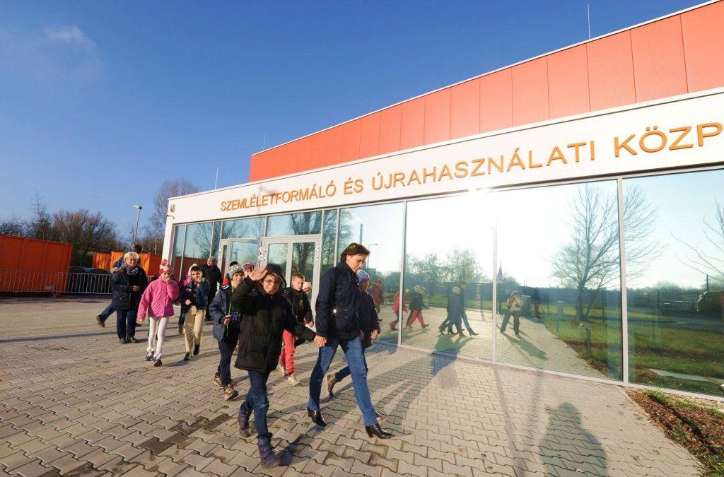 Szemléletformáló és Újrahasználati Központok nyíltak Budapesten